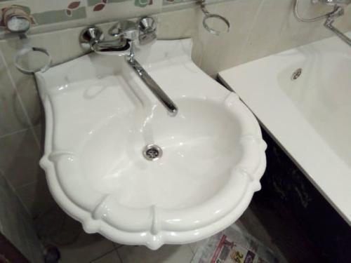 umivalnik-jidkiy-akril-1